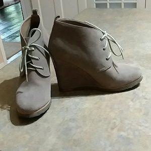 Shoe mint wedge booties size 9.5